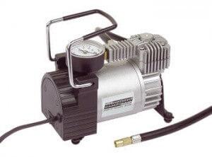 Der Mannesmann M01790 Kompressor in der Vollasnsicht.